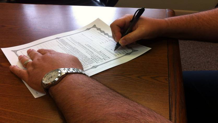 Your First Agency Design Contract – What You Must Know Before You Sign